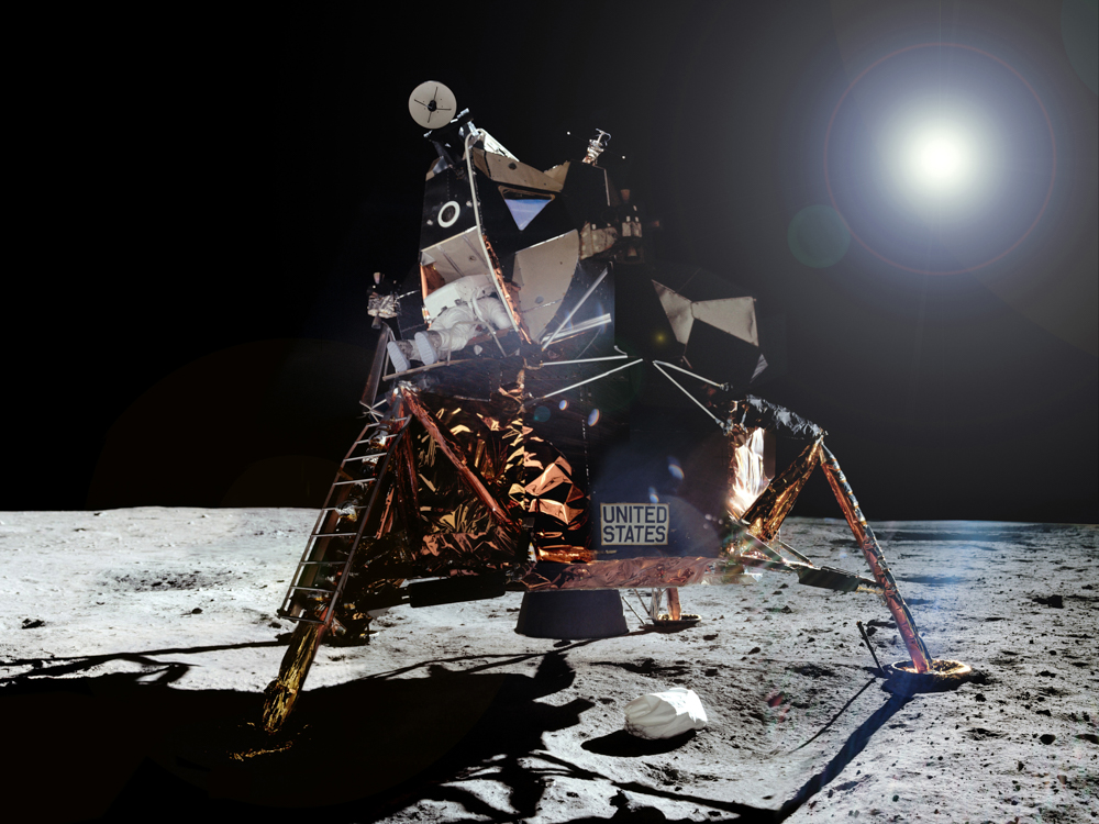 Aldrin_leaves_Apollo_11_LM_Eagle